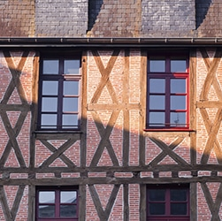 moyen-age-ueaux-usees-facade-maison