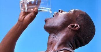 Eau du robinet : une source d'apport en calcium ?